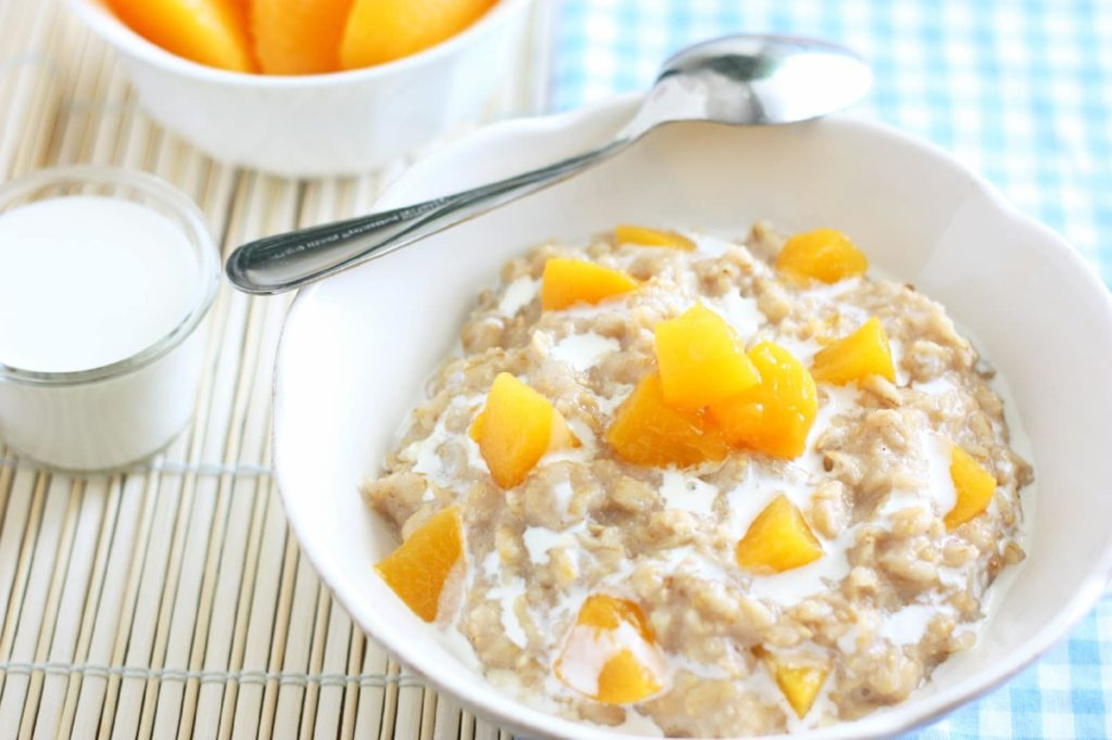 creamy peaches oatmeal