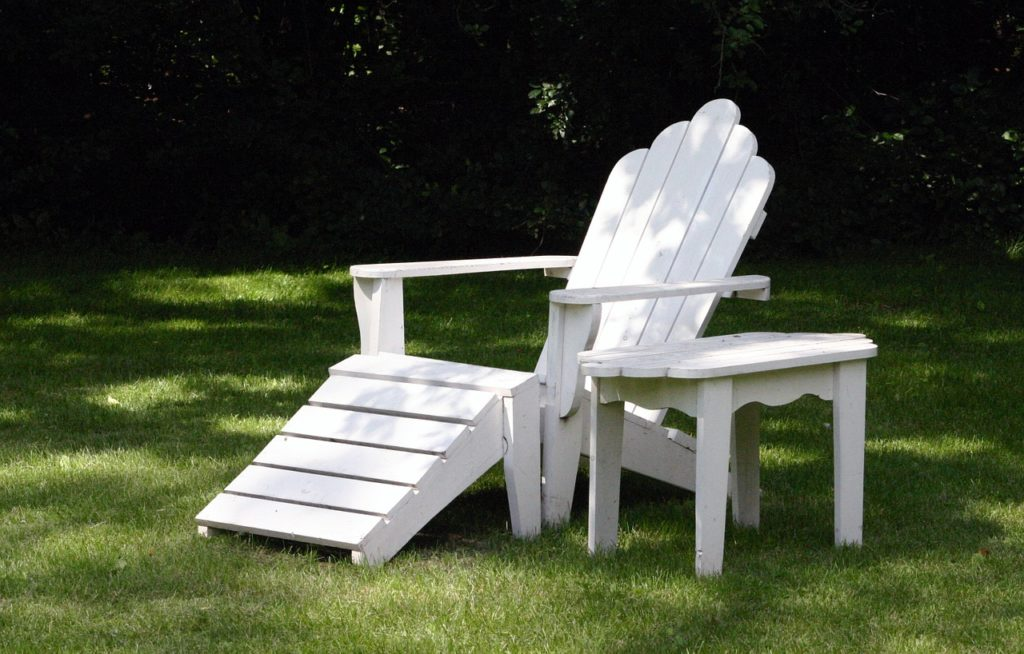 Lawnchair and table